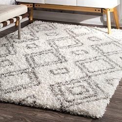 nuLOOM Soft and Plush Iola Moroccan Shag Rug, 5′ 3″ x 7′ 6″, White